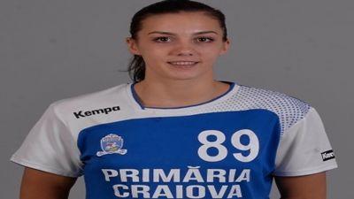 """Echipa feminină de handbal SCM Craiova s-a impus cu scorul de 28-21 (17-10), în meciul din deplasare cu CSM Bistrița, contând pentru etapa a 15-a din Liga Națională. Pentru SCM Craiova au evoluat: Paşca, Dumanska, Stanciu – Zamfir (8 goluri), Nikolic (2 g.), Landre (4 g.), Şelaru (2 g.), Apipie (4 g.), Trifunovic (1 g.), Băbeanu (7 g.), Ianăşi, Andrei, Burlachenko. """"Fetele şi-au demonstrat valoarea şi am obţinut o victorie categorică. Atunci când îşi respectă sarcinile de joc obţinem…"""