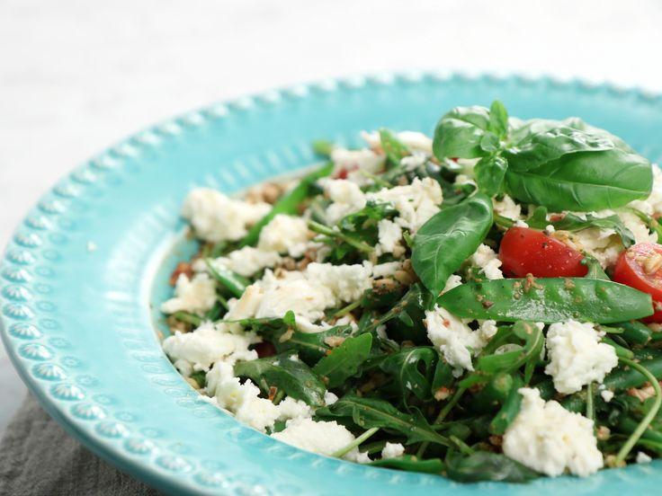 Farrosallad med tomatpesto och mozzarella | Recept från Köket.se