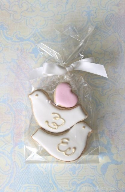 Lovebirds Cookies favours - littleboutiquebakery.co.uk - For all your cake decorating supplies, please visit craftcompany.co.uk