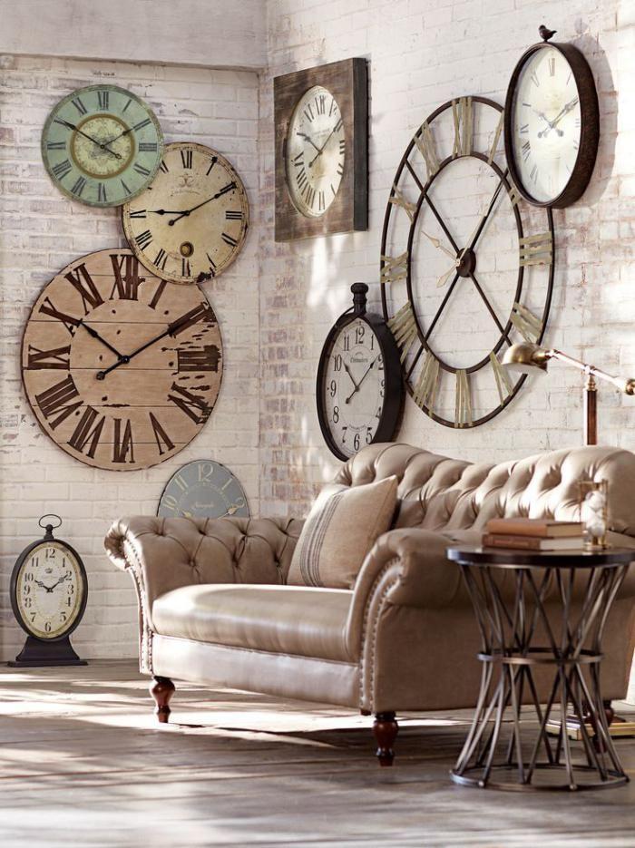 Les horloges murales anciennes sont un grand thème pour la décoration d'intérieur contemporaine. Voyez ici des décorations trendy avec les grandes horloges.