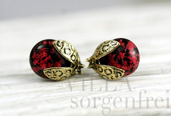 Real flower ladybug stud earrings. Bronze by VillaSorgenfrei
