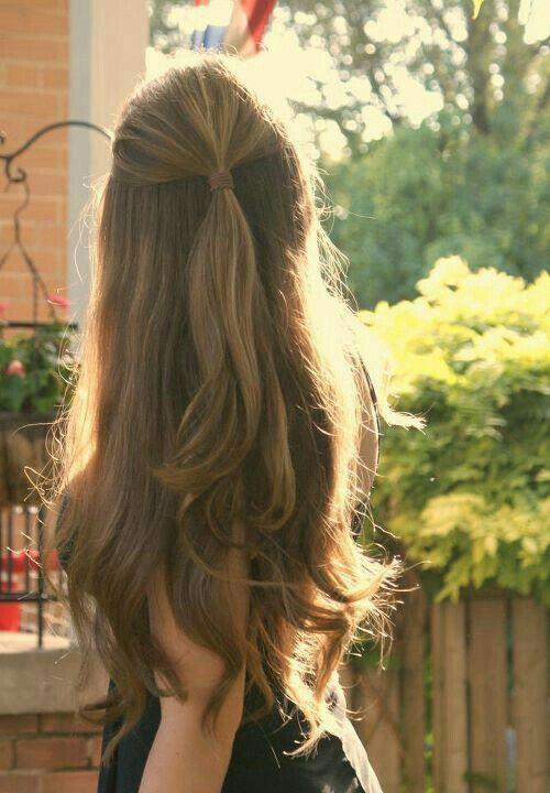 Sencillo y coqueto. Este es uno de los peinados más top que podrás llevar a la escuela. #Peinados #PeinadosFaciles #PeinadosParaLaEscuela #RegresoAClases