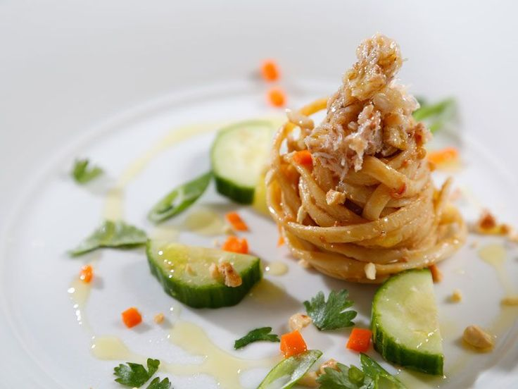 Looking for an authentic Italian recipe? Try Barilla's step-by-step recipe for Barilla® Linguine with a Sweet & Tangy Peanut Sauce, Carrots, Cucumbers & Crab for a delicious meal!