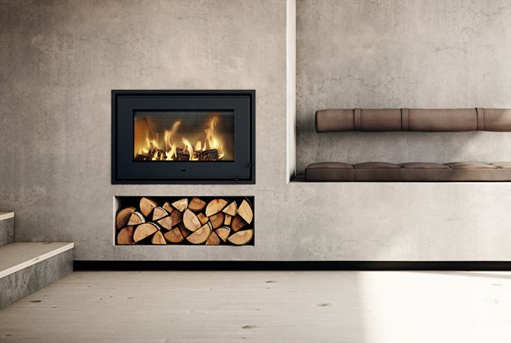 #RAIS700 is an #architectdesigned #fireplace from #RAIS with a classic and #minimalist #design. #brændeovn