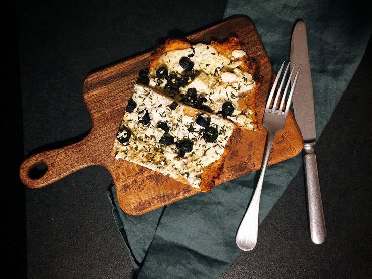 """Low Carb Flammkuchen - schnell gemacht ist und genauso lecker wie ein knuspriger """"Original Flammkuchen"""". Rezept eignet sich für Gäste."""