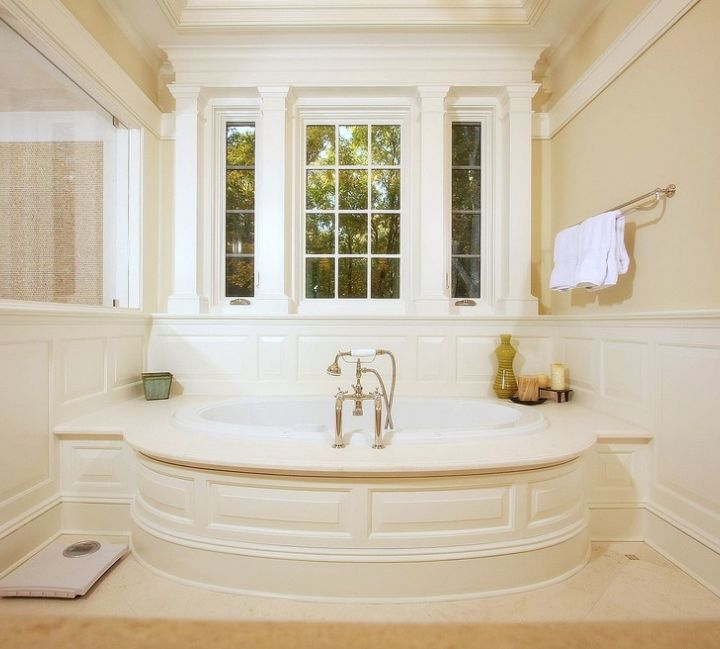 Image Of Traditional bathroom by Daniel Contelmo Architects with a BainUltra Meridian Ellipse bathtub
