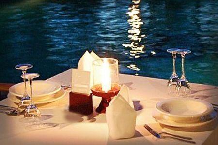 Romantica Cena in Piscina #Barbariccia #Restaurant #dinner #pool #light #love #special #moment