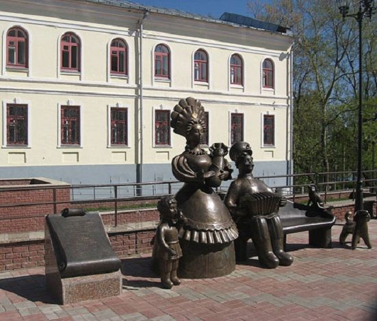 """Памятник """"Семья"""" в Вятке"""