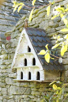Dovecote: Modern Gardens, Beautiful Birdhouses, Stones Wall, Little Birds, Gardens Birdhouses, Birds Houses, Birdhouses Feeders Birdbaths, Gardens Wall, Caramel Apples