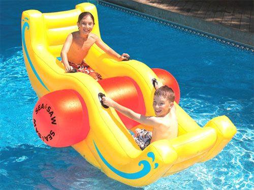 Fauteuils gonflables pour la piscine, vive le farniente ! (LinKzat.fr)