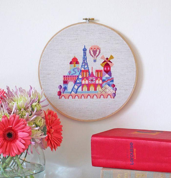 Souvenir de París en punto de cruz