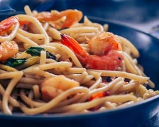 Nouilles thaïes aux crevettes : http://www.fourchette-et-bikini.fr/recettes/recettes-minceur/nouilles-thaies-aux-crevettes.html