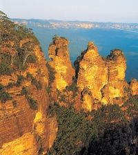 Experience all the Blue Mountains has to offer including the Three Sisters, Aboriginal Dreamtime legends and a boardwalk stroll through the rainforest.