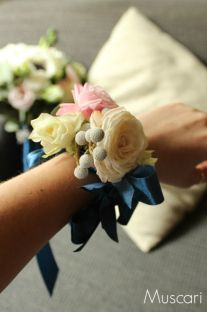 Pastelowa bransoletka kwiatowa na rękę dla świadkowej