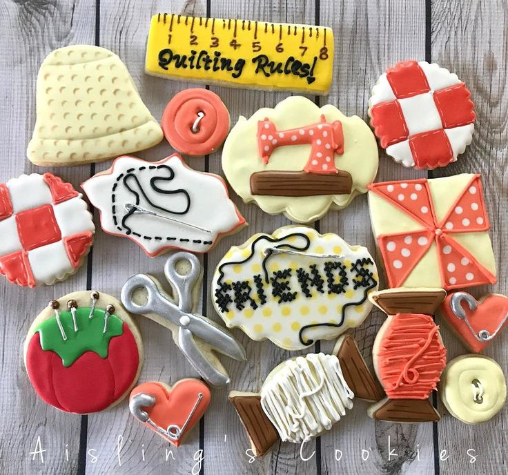 "111 Likes, 5 Comments - Aisling O'Sullivan (@aislingscookies) on Instagram: ""Quilting! #decoratedcookies #customcookies #custommade #sugarcookies #cookiesofinstagram…"""