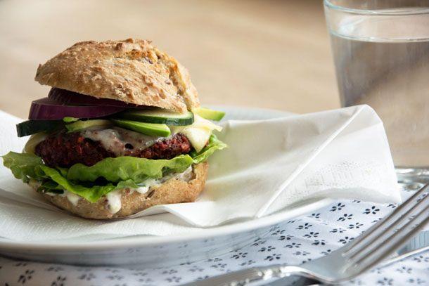 Vegetar burger med rødbedebøf - veg burger with beetroot beef