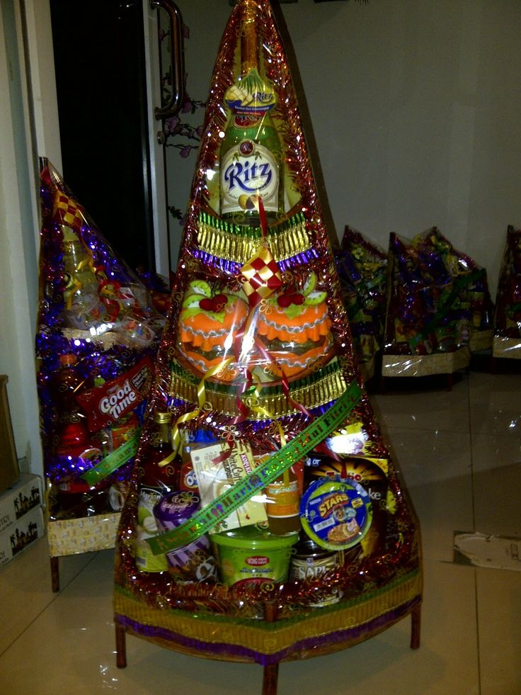 Tower Hampers...mix snacks and soft drinks... #hampers #parcel #lebaran #create