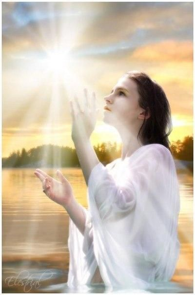 Встану на колени, попрошу я Бога, дай здоровья детям, да и мне немного! Чтоб дожить до внуков! И чтоб встретить старость! Ощутить мне с ними всю любовь и радость! Я молиться буду, и просить у Бога, чтоб еще продлил мне жизненной дороги! / Слабый пол!