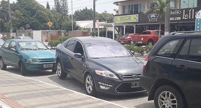 Γυναίκα οδηγός κάνει ασύλληπτο ξεπαρκάρισμα και αφήνει τους πάντες άφωνους  #Viral