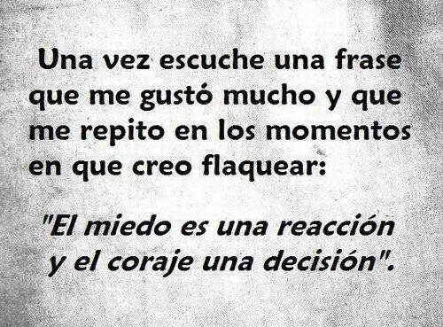 """"""" el miedo es una reacción y el coraje una decisión"""". #frases #miedo #fuerza"""