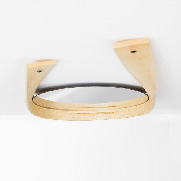 Wood bending, table basse, tabouret, miroir et étagère par Bar Gantz - Journal du Design