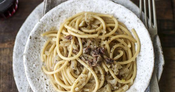 Bigoli in salsa, Venezia, e gli infiniti toni del marrone... (VANIGLIA - storie di cucina)