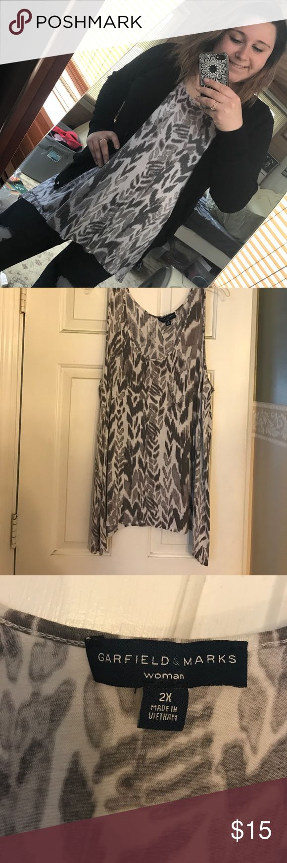 Grey and white float tank Grey and white tank top, wore many times but still in perfect condition. Washes up really nice and is so comfortable! Can dress it up so you can wear it to an event or wear it with leggings to hang out with friends. Can be paired with basically every color! Tops Tank Tops