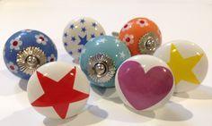 Bij Engeltjes & Draken vind je de leukste deurknoppen voor in de kinderkamer! Nu alleen nog even kiezen want wij hebben er meer dan 200!