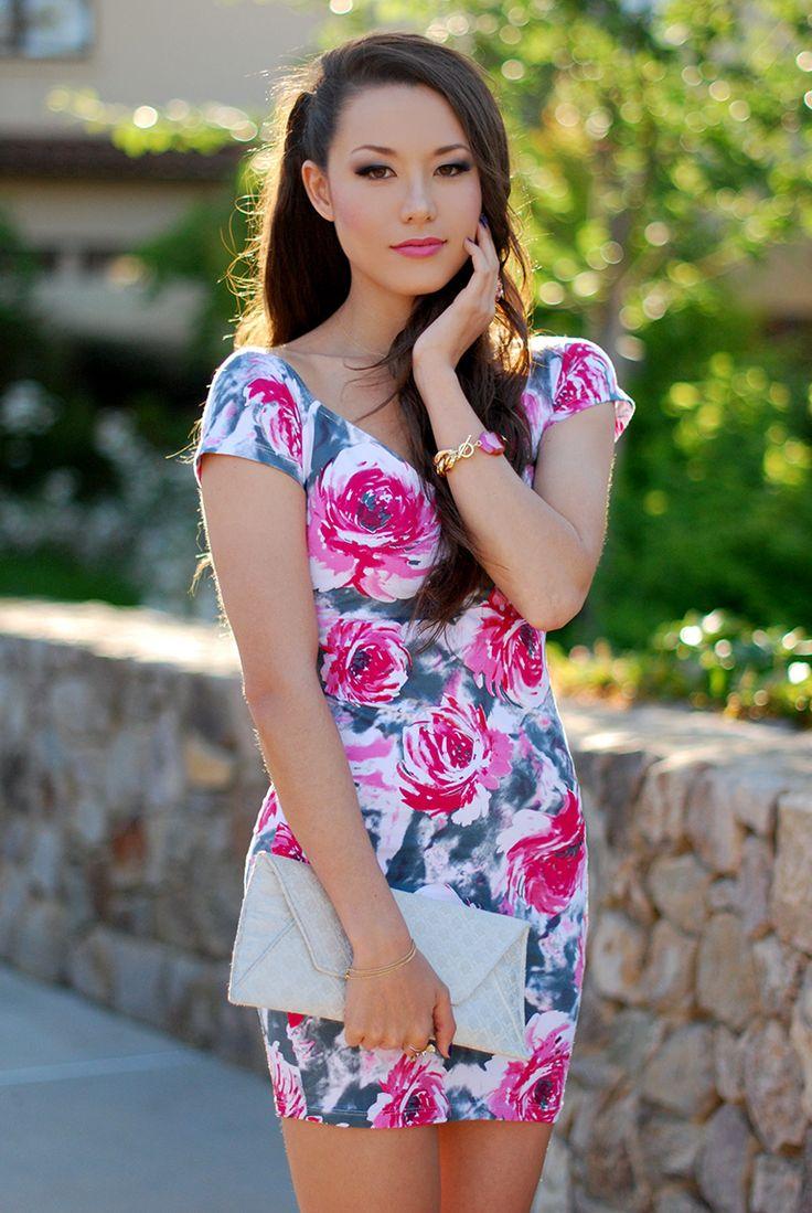 The gorgeous Jessica of HapaTime Oia Jules Pink Agate Bracelet oiajules.com