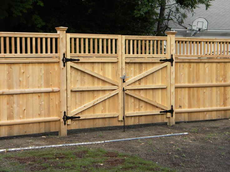 Privacy fence driveway gate fence company in ma builds a for Wood driveway gate plans