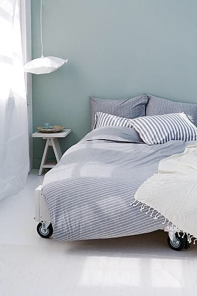 Top 25 ideas about muur kleur on pinterest grey walls for Bed in muur