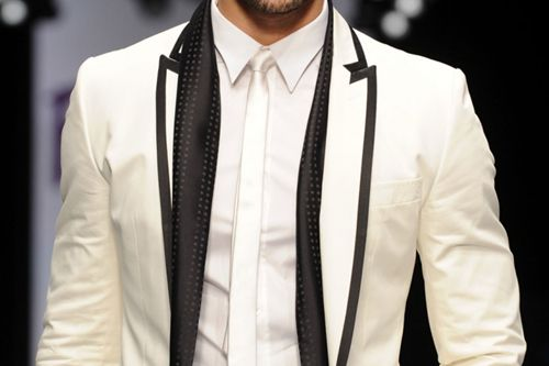White jacket, black pipingWindsor Ties, Grooms Suits, Men Style, White Tux, Black White, Men Fashion, Grooms Outfit, Style Blog, White Collar