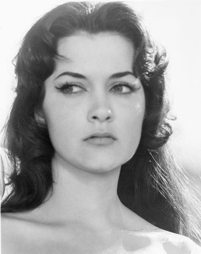 La guapísima Ofelia Montesco, diva peruana del cine mexicano de los 60s.