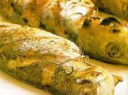 Receita de Sardinha Assada na Brasa - sardinhas, seque com toalha de papel e transfira-as para uma tigela. Tempere, principalmente a parte interna com o sal e a pimenta-do-reino....