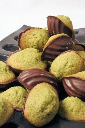 Mini madeleines pistaches à la place du matcha et au chocolat noir