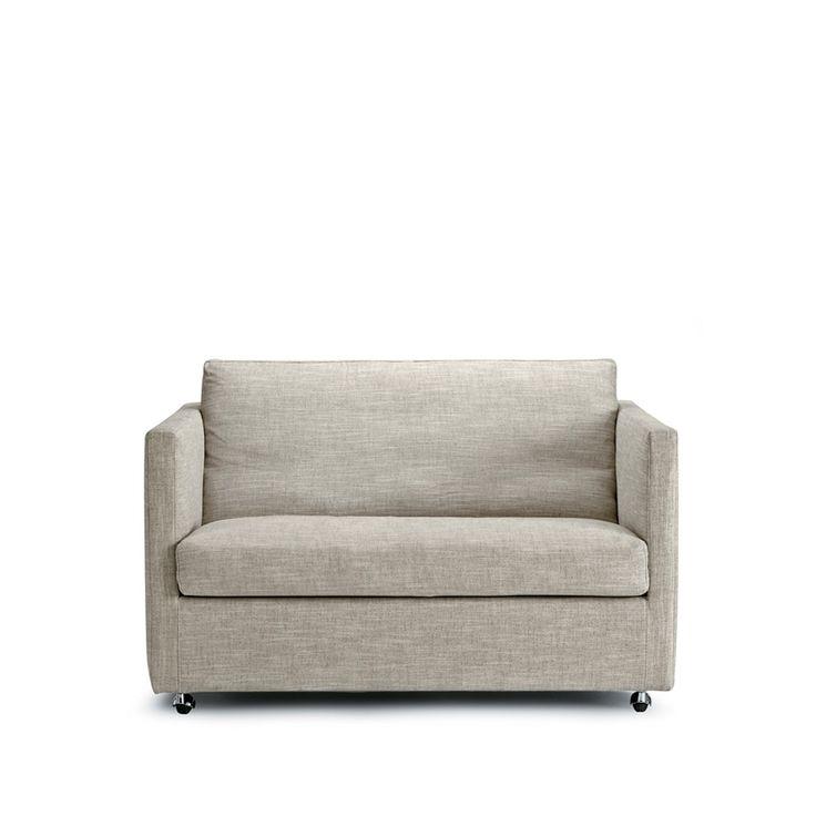 Box soffa (loveseat) med hjul, tyg Cross färg 07. Box soffa från Eilersen är en modern bekväm klassiker. De ultratunna armstöden fungerar som en elegant kontrast till soffans muskulösa kropp.