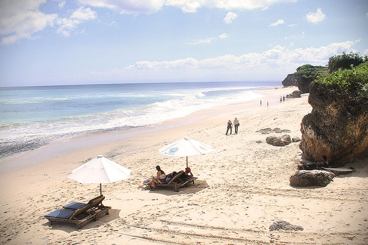 The splendor of Dreamland Beach stretches over 100Km and leaned on a steep of white stone cliff overlooking to the amazing view of Indian Ocean.
