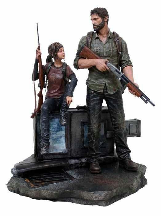 The Last of Us Ellie and Joel statue