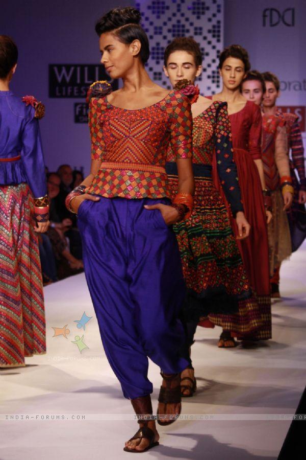 Designer payal pratap wills lifestyle india fashion week 2013.