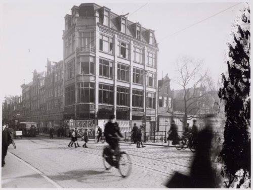 Amsterdam, Stukje V&D sentiment. Ooit had de Haarlemmerstraat ook een Vroom oude stijl in huis. In de jaren 50 compleet gesloopt en hier is inmiddels alweer een paar jaar supermarkt Marqt.
