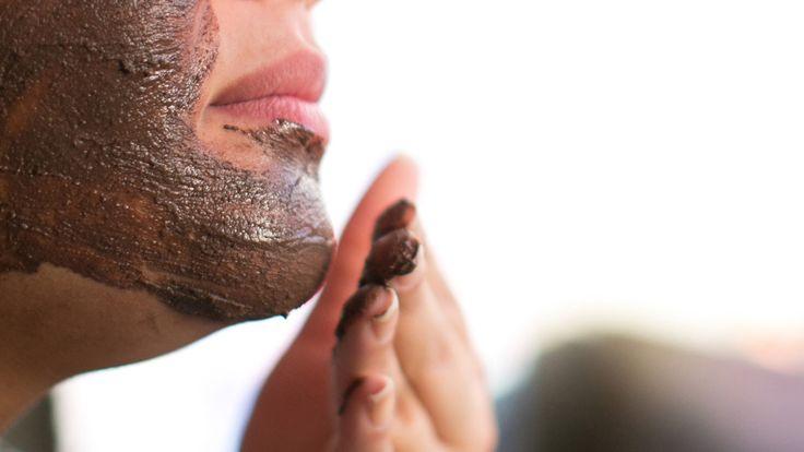 Cupcake vers gezichtsmasker kun je ook gebruiken als je de 20 allang gepasseerd bent. Het idee is dat je Cupcake regelmatig gebruikt en zo puistjes voorkomt. De Rhassoulmodder houdt je poriën schoon en cacaoboterstukjes zorgen dat je velletje niet uitdroogt. Dit is het bewijs: chocolade is wel goed voor je huid.