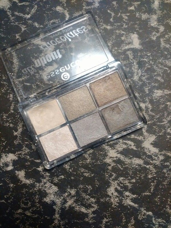 Prodám minimálně používanou paletku očních stínů v nude odstínech. Mám paletek mnoho. Vydezinfikováno.  + 50,- doporučené ...