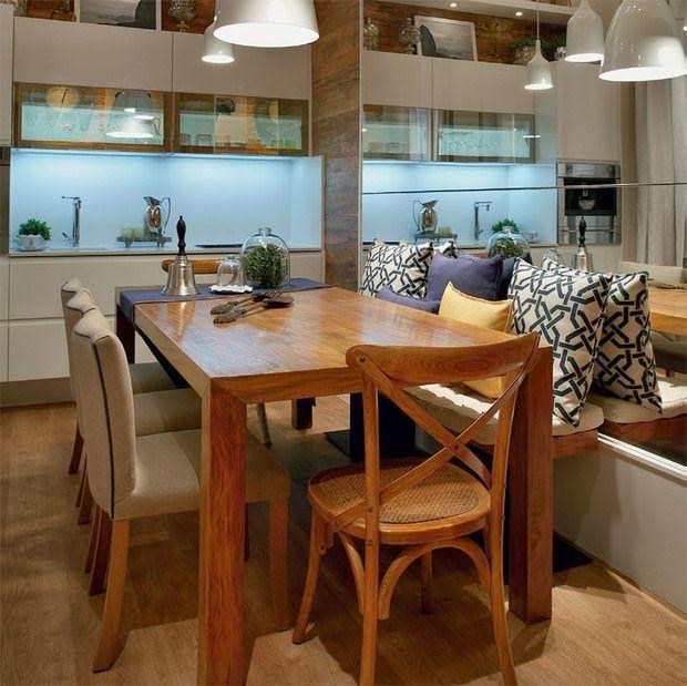 Ideia para sala de jantar banco aconchegante com almofadas.Banco na sala de jantar
