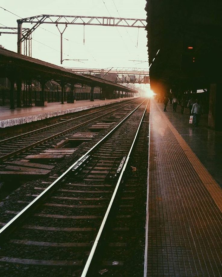 Bhandup is a railway station on the Central line of the Mumbai Suburban Railway network. A few fast trains stop at Bhandup station mostly during the peak hours.  Picture Credits: @not__a__photographer  #vsco #vscocam #mumbai #india #indiapictures #incredibleindia by indiapictures