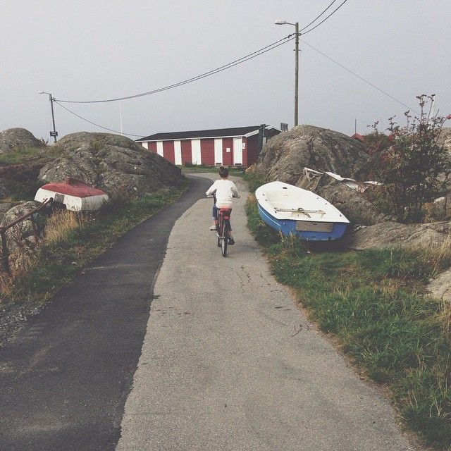 Elsa cyklar till skolan