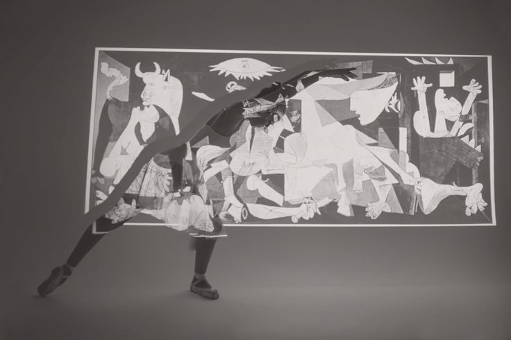 En GRADO CREATIVO contamos con una amplia experiencia en la realización de Book Fotográficos. Aquí os mostramos el book que realizamos para la bailarina de ballet sevillana Rocío Begines Aguilar. Un trabajo creativo y único creado personalmente para nuestra modelo en las instalaciones de nuestra agencia. La mayor calidad, en el mejor escenario posible: nuestro fondo infinito.