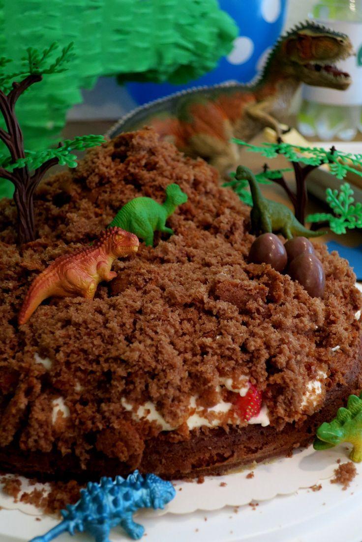 Maulwurfkuchen mit Erdbeeren, Dino Party, Kindergeburtstag   Essen ...