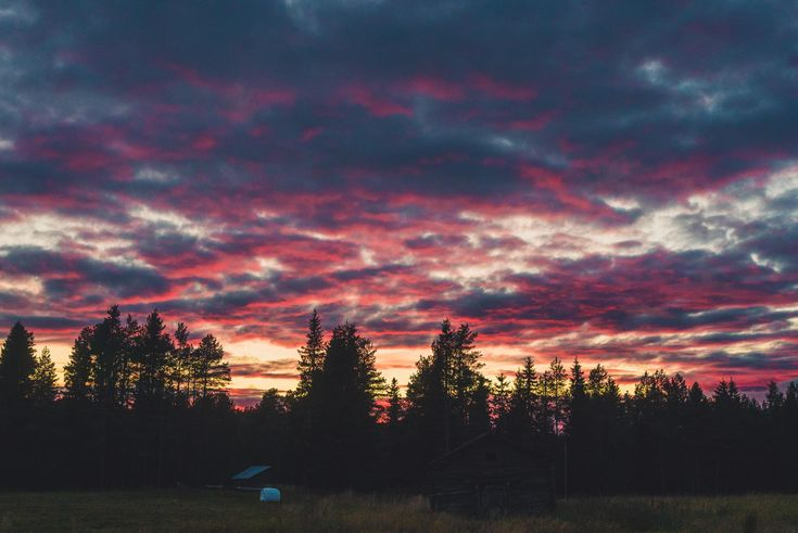 Red Clouds During Sunset Lapland Finland [OC] (424…