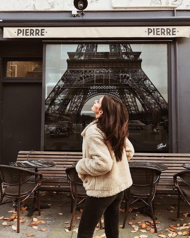 Mary Josie sur Instagram : Not in Paris (where's the Eiffel emoji?) ph: @nathaliekemna ❤️ • Instagram