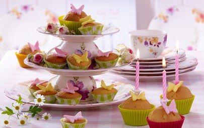 сладкое, цветы, десерт, flowers, свечи, еда, чашки, кексы, table, food, cakes, candles, muffins, стол, butterfly, розы, пирожное, бабочки, cake, dessert, cups, roses